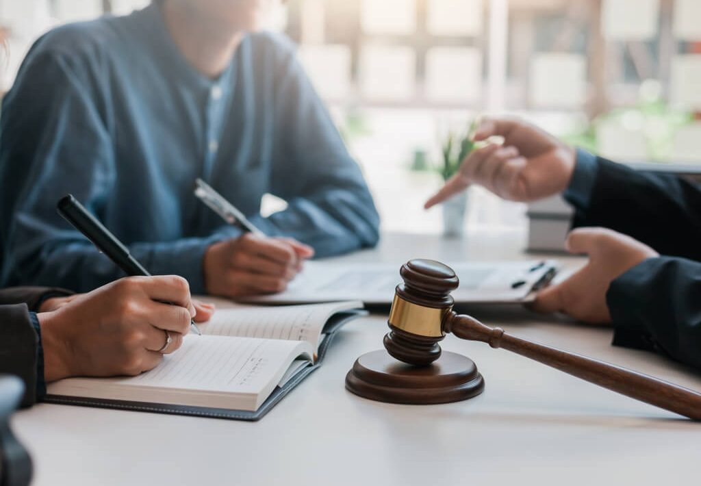 hiring-personal-Injury-Lawye